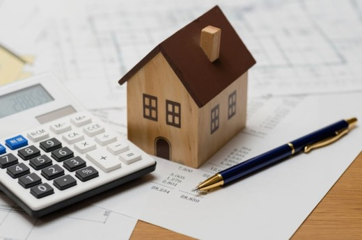 What are the costs associated with selling a house?
